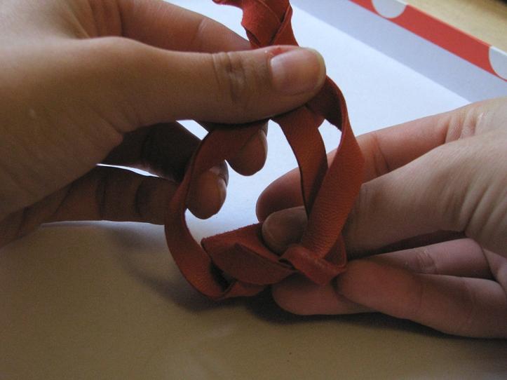 Pochette cuir - cordon corail tresse 4