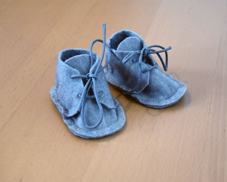 tenue-bebe-chaussons